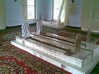 Kubur+dalam+Masjid.jpg